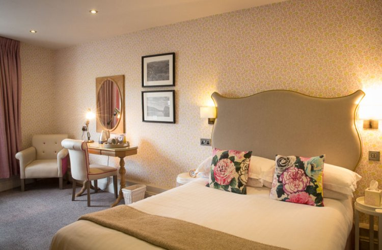 The Queen's Head Inn and Restaurant Hotel Room