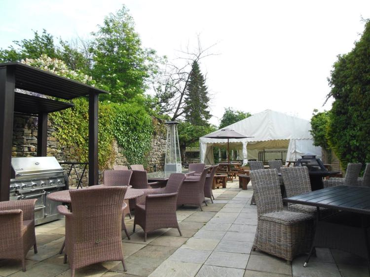 The Royal Oak Inn (Cartmel) beer garden