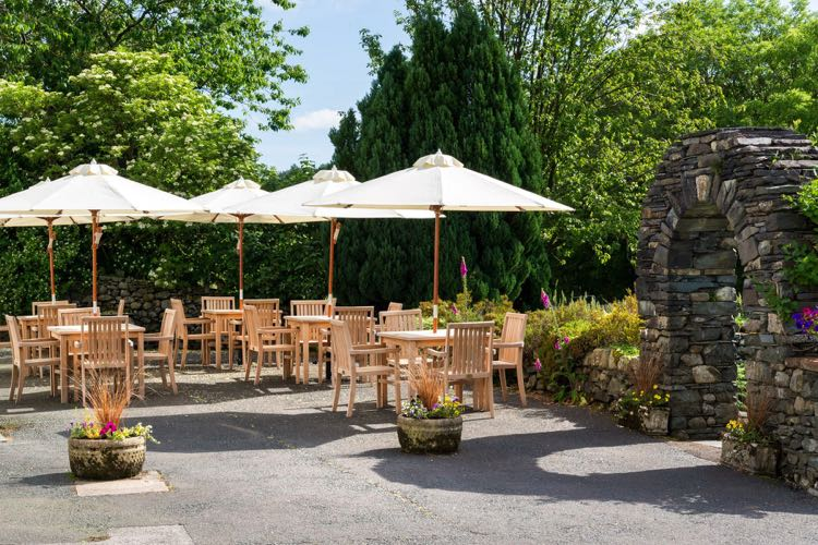 The King's Head (Thirlmere) beer garden